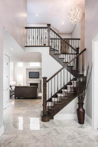 Deutschmann Homes../images/slideshows/foyer/6Stairwell.jpg